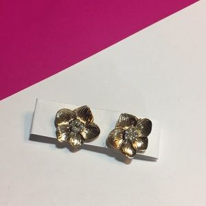 New! Gold tone flower stud earrings